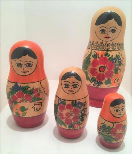 bella colección de muñecas rusas matrioska vintage retro