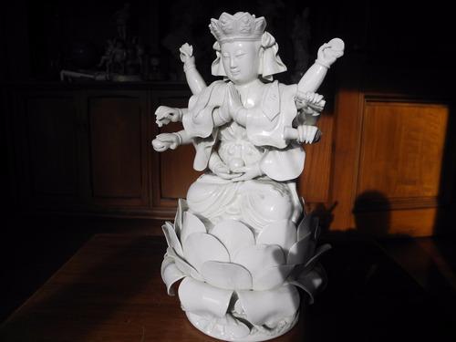 bella porcelana buda amitayus