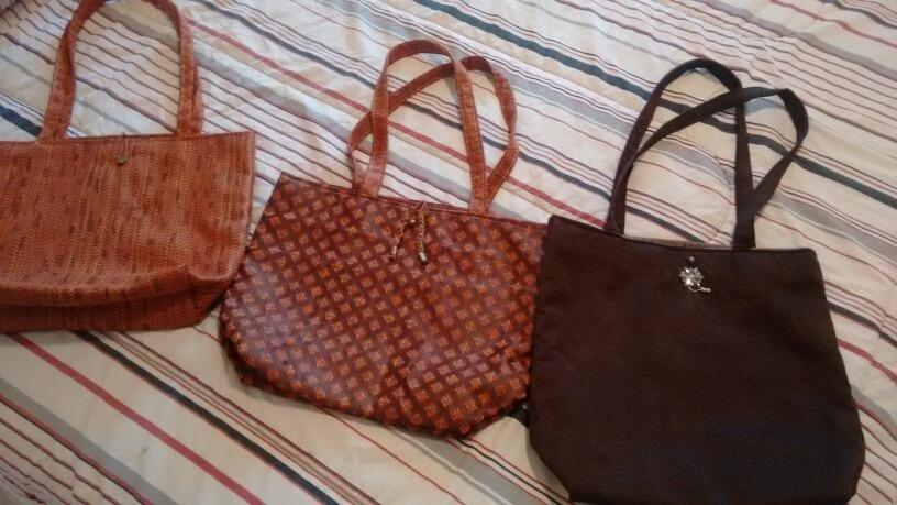 766500d57 Bellas Carteras En Tela Reversibles - Bs. 20.000,00 en Mercado Libre