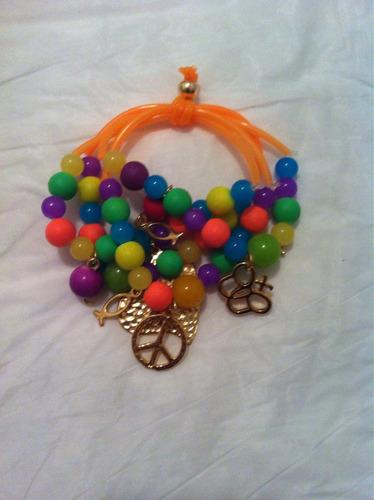 bellas pulseras coloridas