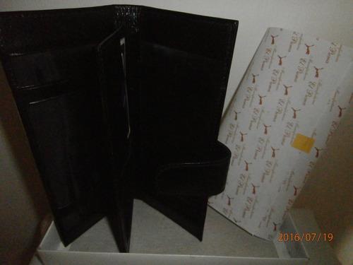 bellisima porta chequera negra de cuero legitimo! aproveche.