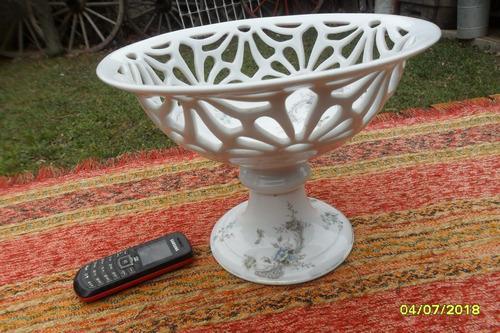 bellisimo centro de mesa calado flores porcelana alemana ?
