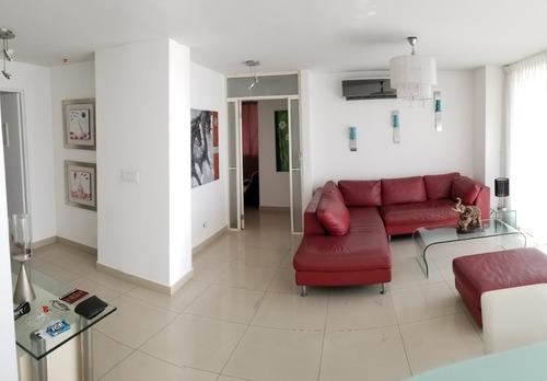 bello apartamento de 3 recamaras mas servicio