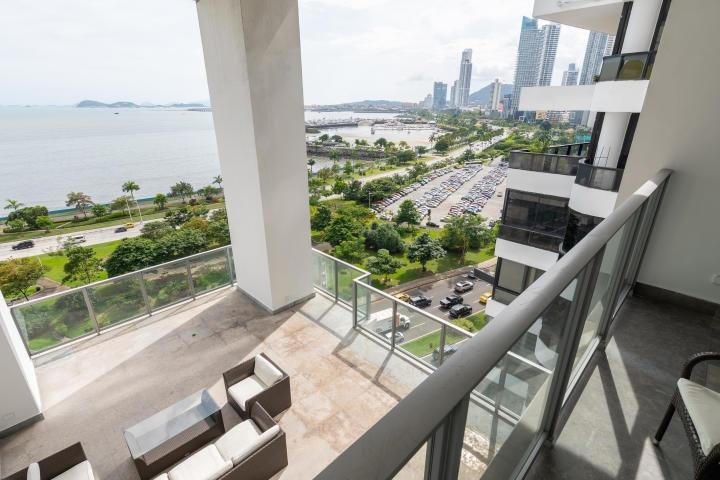 bello apartamento en alquiler en avenida balboa panama