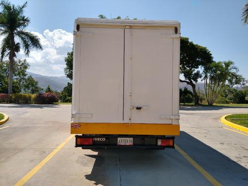 bello camión cava iveco 50.12 / daily