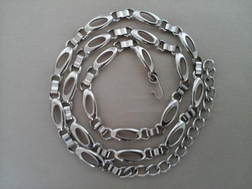 bello cinturón italiano de cadenas