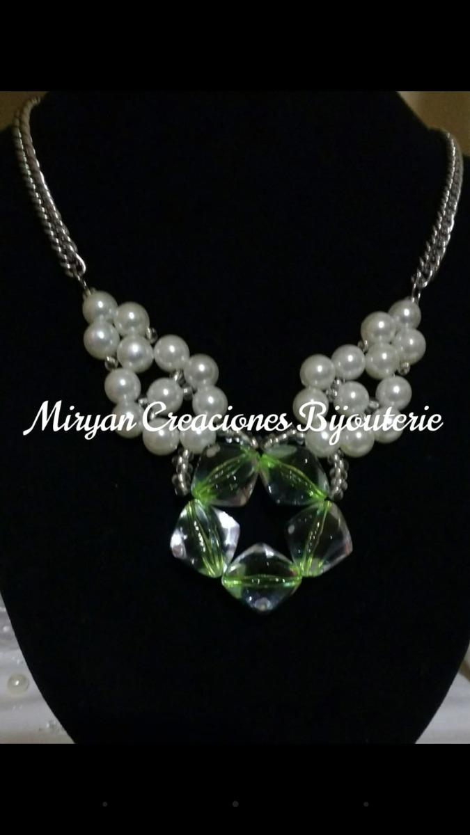 d12bfbb80731 bello collar de perlas con dijes acrílicos. Cargando zoom.
