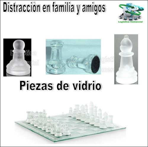 bello juego de mesa ajedrez  tablero y piezas de vidrio/ jug