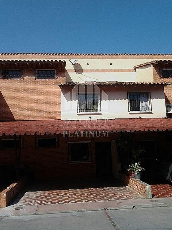 bello townhouse en san diego, aves del paraiso. 04149402096