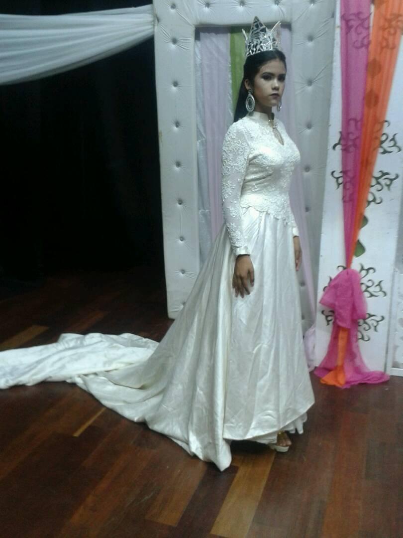 Bello Vestido De Novia Diseñado Por Nina Ferre De Gran Cola - Bs ...