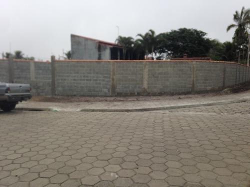 belo lote totalmente murado localizado no jardim diplomata.