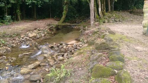 belo sítio com riacho passando na propriedade