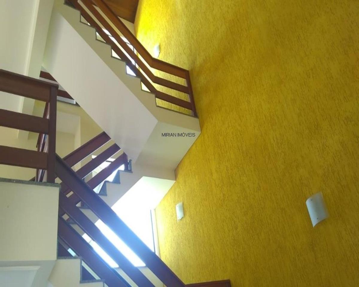 belo sobrado com 3 pavimentos em bairro nobre vista panorâmica serra dos itatins a 100 metros do mar 3 dormitórios sendo 1 suíte,sala 2 ambientes wc social ,cozinha ,lavanderia  e - ca01005 - 33100408