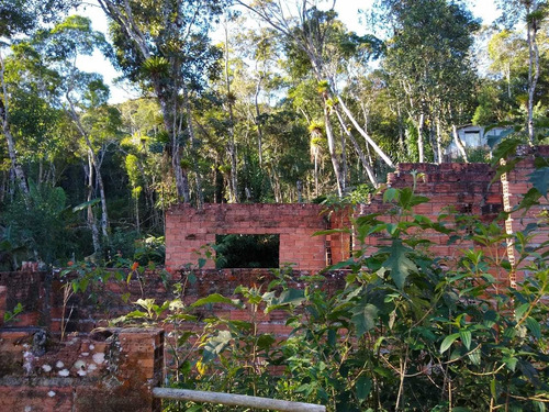 belo terreno c/ribeirão/casa em construção/moradia/ref:04885