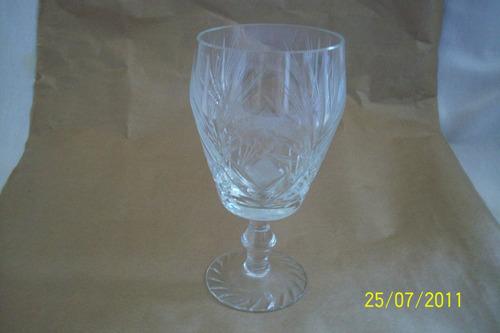 belo vaso em cristal com pé