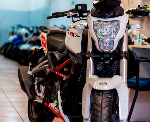 benelli tnt 25  naked 250cc todos los colores