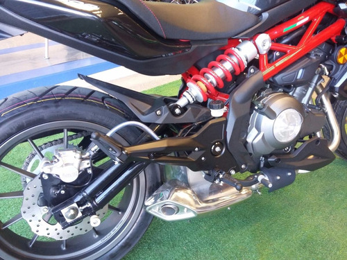 benelli tnt 300 street naked  los 4 colores