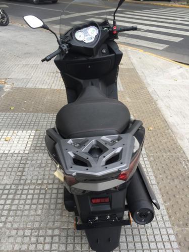 benelli zafferano 250 scooter gris (daelim s3, kymco people)