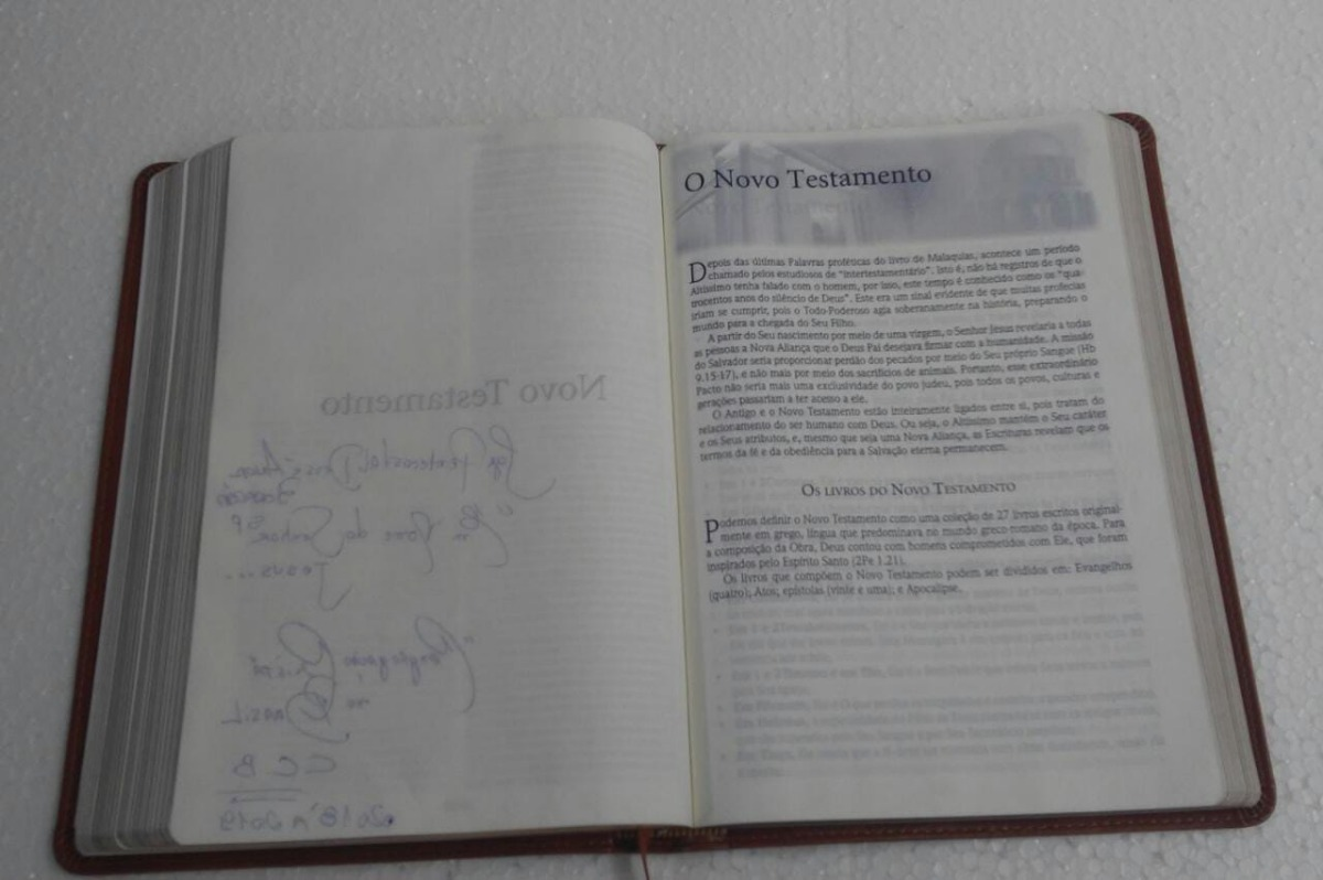 512dd54ffbb85 bíblia sagrada com anotações de fé do bispo edir macedo. Carregando zoom.