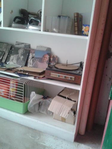 biblioteca de madera, blanca