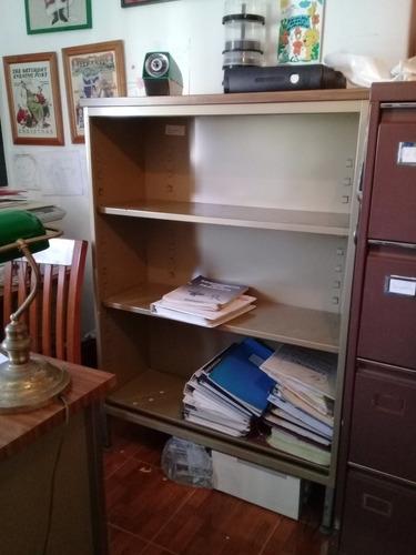 biblioteca de metal y formica sin vidrios