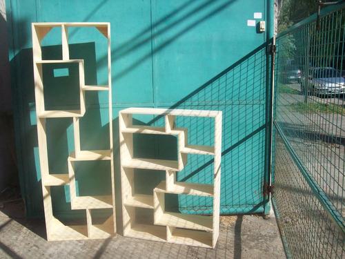 biblioteca de pino cubo