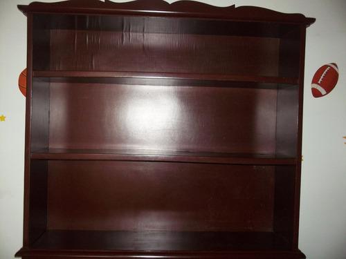 biblioteca, escritorio y gavetero de madera