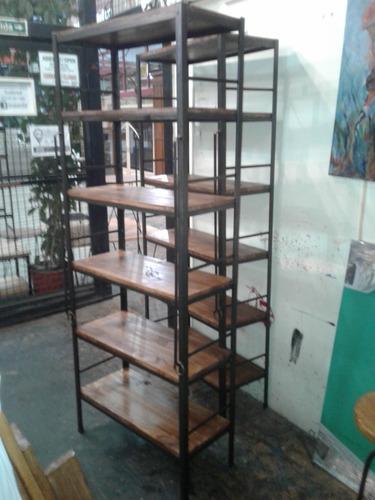 biblioteca estilo industrial