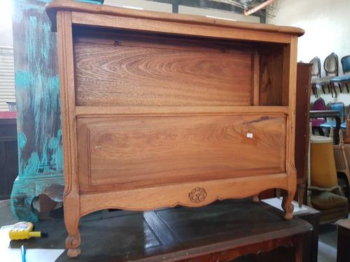 biblioteca petit roble con puerta escondite tv