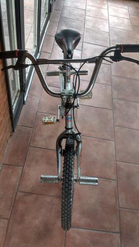 bici rodado 20 - bmx comun  gris plateado -  con apoya pies