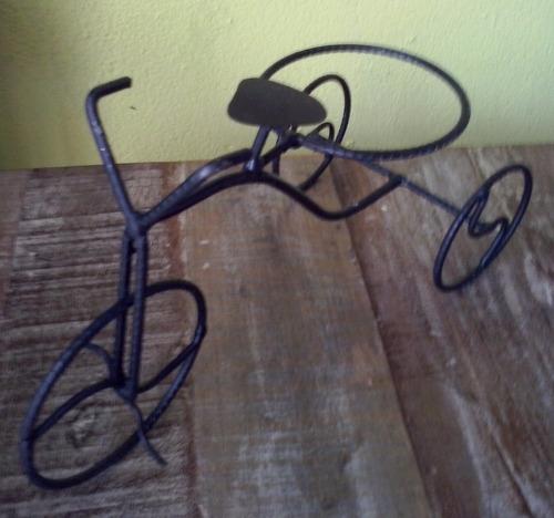 bicicleta artesanal em ferro porta vinho ou vaso de flores