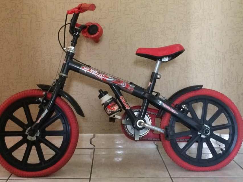 5035c9ace Bicicleta Caloi Hot Wheels Infantil - Aro 12 - Pretovermelho - R ...