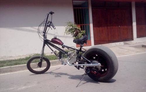 bicicleta con motor chopper llanta de auto