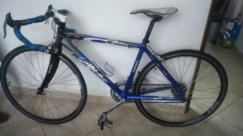 bicicleta de carreras en perfecto estado