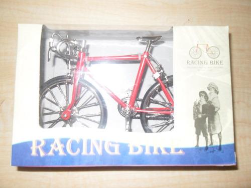 bicicleta de carreras metal troquelado escala 1:10 roja