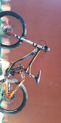 bicicleta de downhill x-race