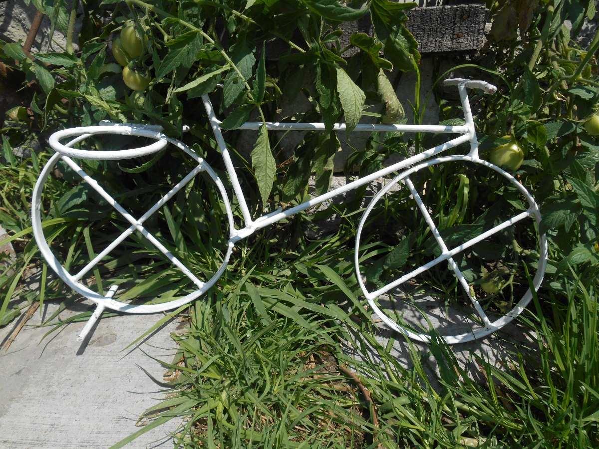 Bicicleta de fierro macetero vintage en mercado - Bicicleta macetero ...
