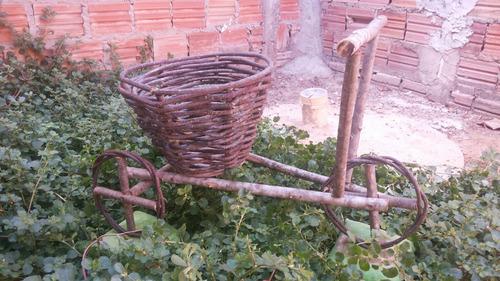 bicicleta de madeira para jardim