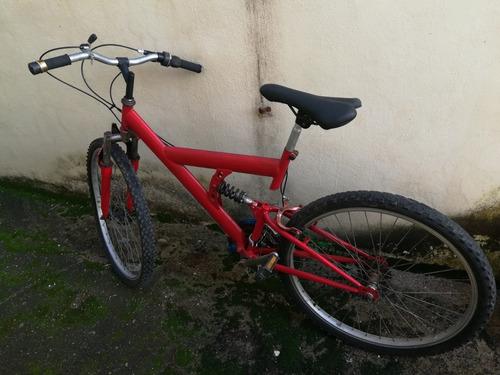 bicicleta de montaña color rojo