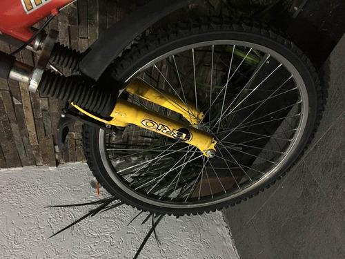 bicicleta de montaña rodando 24