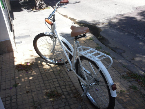 bicicleta de mujer tipo inglesa blanca filetiada