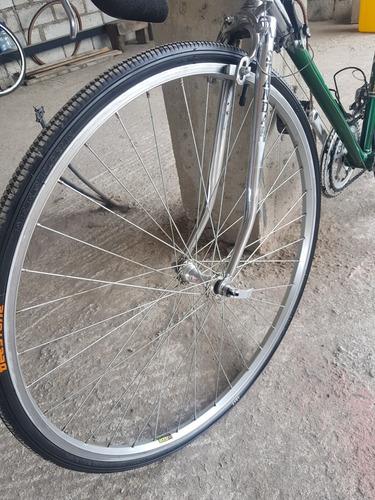 bicicleta de ruta clásica marca estándar