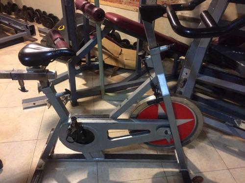bicicleta de spinning schwinn color gris