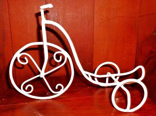 bicicleta en hierro artesanal. centro de mesa-eventos