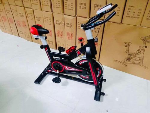 bicicleta estacionaria de spinning. fitness