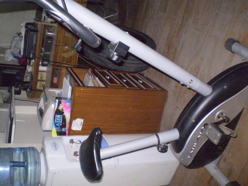 bicicleta fija casi nueva marcaushuaia