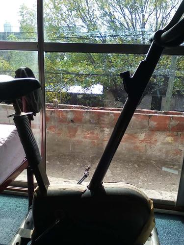bicicleta fija para reparar