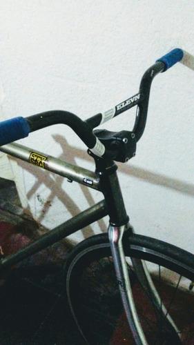 bicicleta fixie a terminar de armar