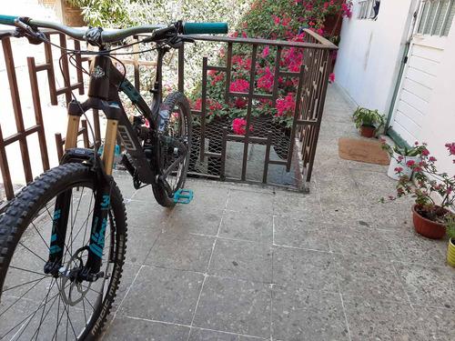 bicicleta marca yeti de fibra de carbono componentes gama al