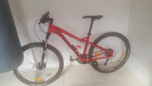 bicicleta norco, marco de color rojo